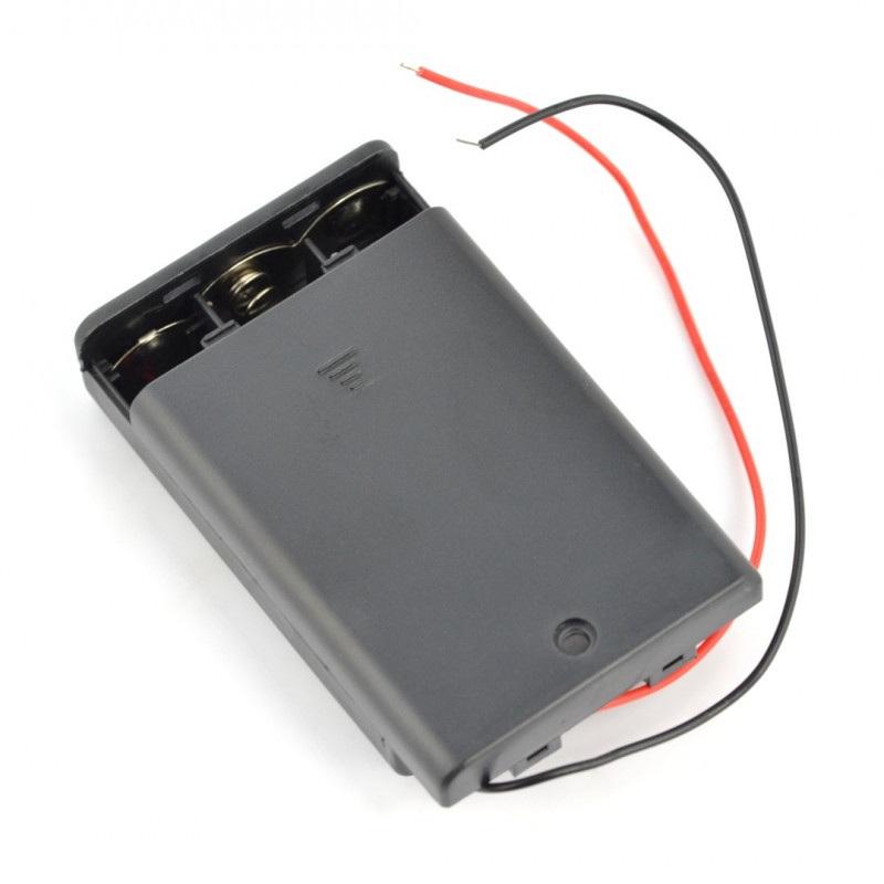 Koszyk na 3 baterie typu AA  (R6) z pokrywą i włącznikiem