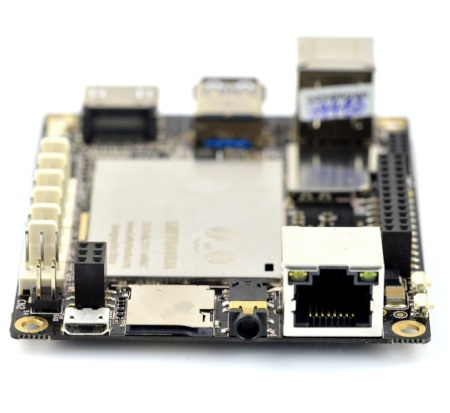LattePanda posiada wtyk microUSB.