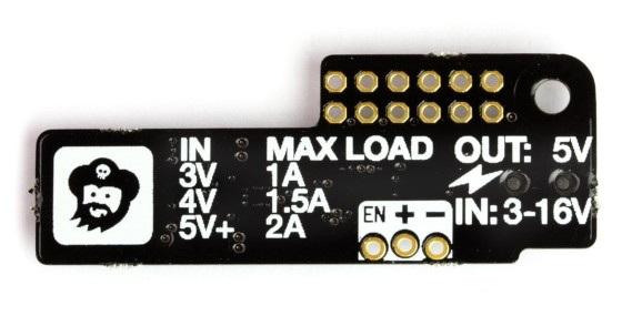 Wide Input SHIM(Shove Hardware in the Middle) posiada złącze zasilania 3,5 / 1,4 mm. Do modułu dołączono jednak przewód adapter z wtykiem 5,5 / 2,1 mm oraz drugi z przewodami ze zdjętą izolacją.