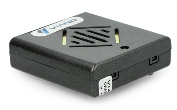 Zasilanie bateriami pozwala na bezproblemowe przenoszenie urządzenia z miejsca na miejsce.