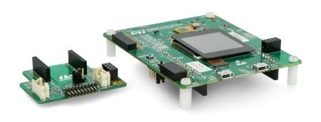 Zestaw składa się z modułu głównego STM32F7223E oraz płytki, przeznaczonej do łączenia z modułami rozszerzającymi.