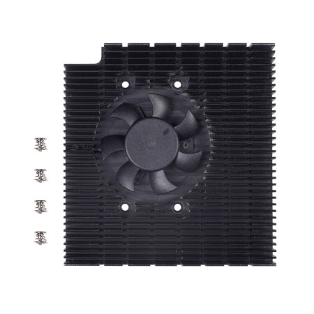 Do zestawu z radiatorem i wentylatorem dołączono także niezbędne elementy montażowe.