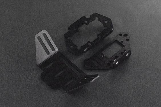 Elementy konstrukcyjne ramienia spychacz zostały wykonane ze stopu aluminium i poddane procesowi piaskowania.