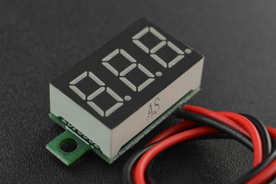 Moduł do monitorowania wyprodukowany przez DFRobot pozwala obserwować napięcie w czasie rzeczywistym, co przyczynia się do optymalizacji pracy monitorowanego urządzenia.
