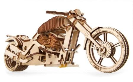 Połączenie zaawansowanej technologii wzornictwa i wykonania z materiałów ekologicznych sprawia, że model jest doskonałym pomysłem na prezent.