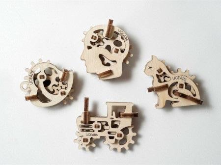 W skład zestawu wchodzą cztery modelepojazdów jeżdżących, które są przeznaczone do samodzielnego montażu.