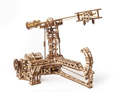 Konstrukcja powstała w oparciu o aerodynamiczny schemat dwupłatu z rozpórkami i cięgnami oraz pięciotłokowy silnik rotacyjny.