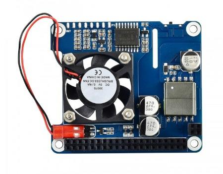 Nakładka posiada wentylator, który efektywnie ochładza minikomputer.
